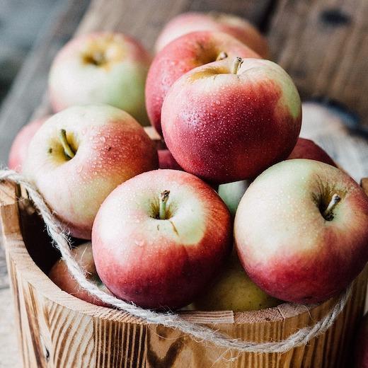 Pieczone jabłka z lodami tiramisu